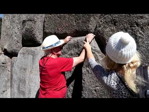 Visiting Inka ruins Saksaywaman in Cusco