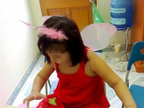 Con chim hot tren canh cay- Khanh Linh 5 tuoi Hoc vien lop Himusic-www.lopdaynhac.com.mp4