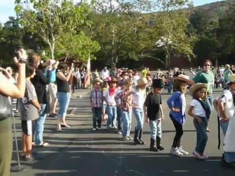 "Hoe down @ glenoaks elementary school ""cotton eye joe"""