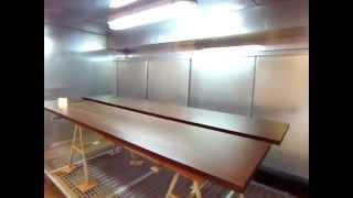 Водяная покрасочная камера видео с водяной (фронтальной) завесой(Водяная покрасочная кабина с водяной завесы в работе. По лицевой стороне сплошным потоком стекает водяной..., 2014-05-12T11:39:44.000Z)