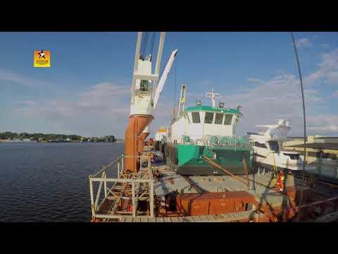Sevenstar Exceptional Marine Transport - Skidding salmon feeding barges 2016