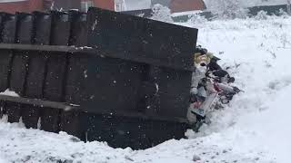 В деревне Гавшино перевернулся мусоровоз с тульскими номерами