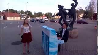 """Dons -""""Pēdējā vēstule"""" on street piano in Valmiera, Latvia (publiskās klavieres)."""