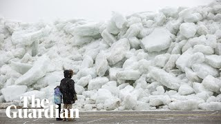 'Ice tsunami' on Lake Erie after strong winds