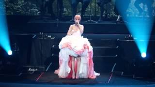 左邊 楊丞琳 為愛啟丞世界巡迴演唱會-香港 (尾場)