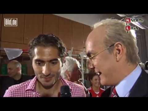 Franz Beckenbauer auf der Meisterfeier (Matze Knop)(feat. Ivica Olic, Mark van Bommel and more)