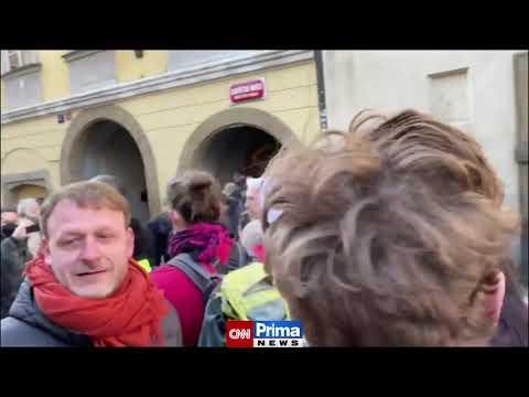 Policie rozhání dav dýmovnicemi - Praha 7.3.2021 - CNN Prima NEWS from YouTube · Duration:  25 seconds