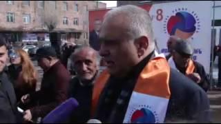 Րաֆֆի Հովհաննիսյան պատասխանում է լրագրողի հարցերին