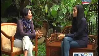 Video Tea Time With Desi Anwar: Srikandi Balap Indonesia Part 1 download MP3, 3GP, MP4, WEBM, AVI, FLV Agustus 2018
