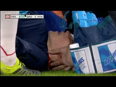 c32339d51 Terrible lesion de Hirving Lozano tras choque de cabezas - PSV vs Groningen  (HD) 26 01 2019