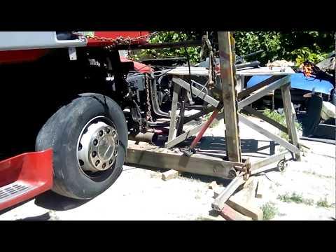 Самодельный стапель для рихтовки грузовых машин.