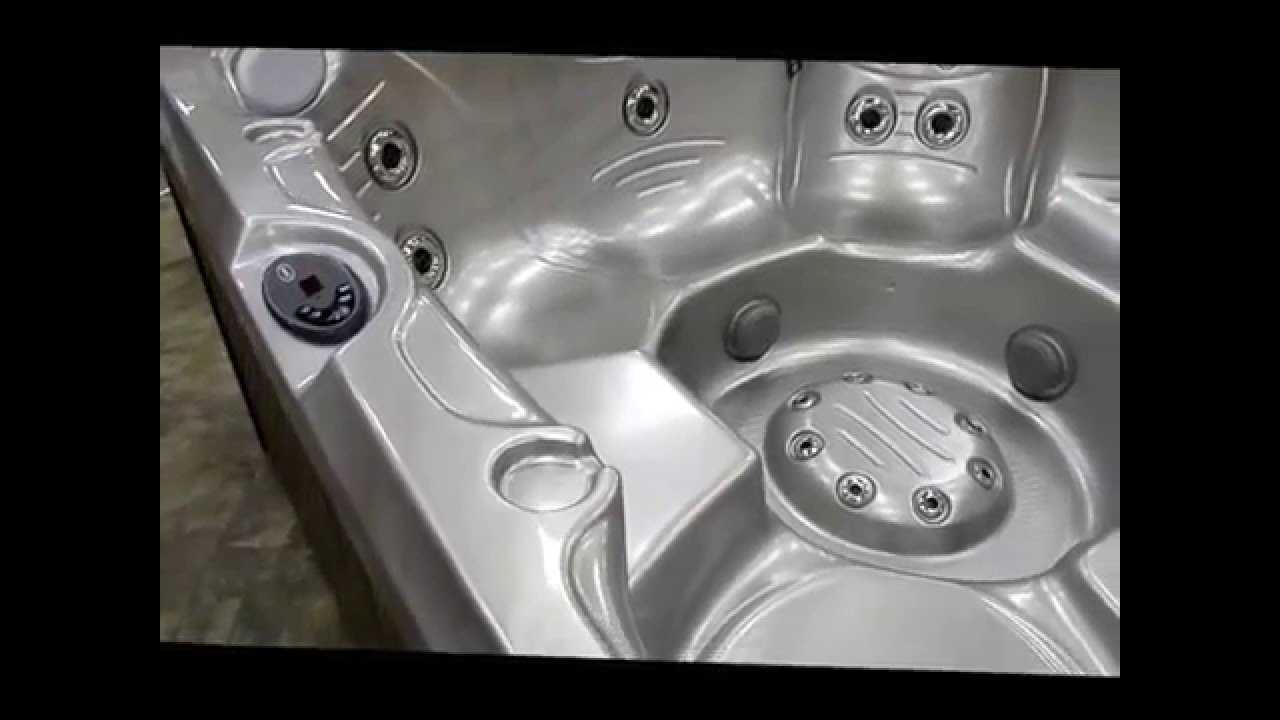 Jacuzzi® Hot Tub J245™ and J245IP™ on