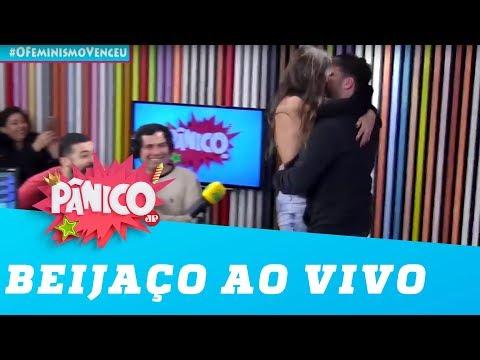 Leticia Birkheuer dá beijo AO VIVAÇO em Daniel Zukerman