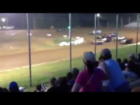 Race Video I-30 Speedway IMCA hit the wall.MOV