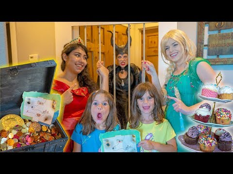 TREASURE HUNT with Elsa, Princess Elena and MALEFICENT!