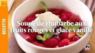 Soupe de rhubarbe aux fruits rouges et glace vanille