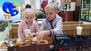 Едим в кафе Локомотив музей Железной дороги Eat in cafe Lokomotiv Railway Museum