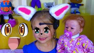 Девочка - Кошка Ярослава превратилась в кошечку и проводит вечер с маленькой Куклой Видео для Детей