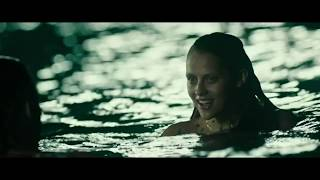 На гребне волны 2015. Агент ФБР плавает в океане с  любовницей главаря грабителей