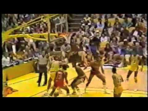 Artis Gilmore bullying 265 lb Kareem with one arm