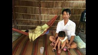 Đau đớn trước thảm cảnh vợ mất, chồng bệnh tật nuôi 3 đứa con nhỏ trong căn nhà xiêu vẹo