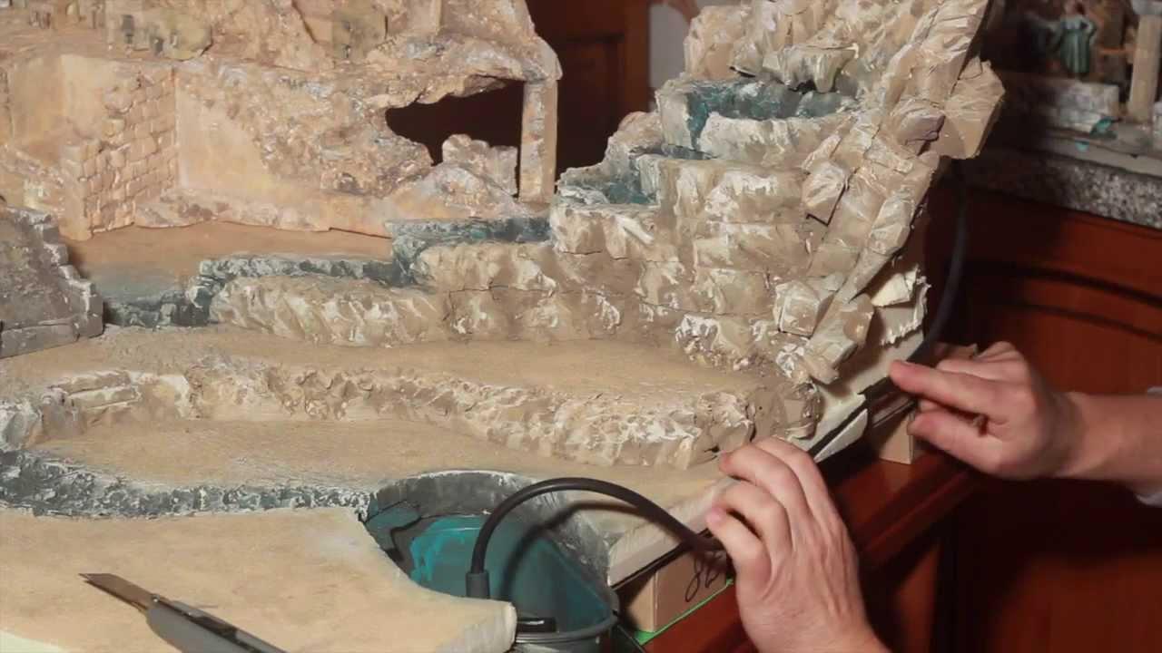 Come montare cascata con motorino e acqua del presepe for Cascate per laghetti fai da te