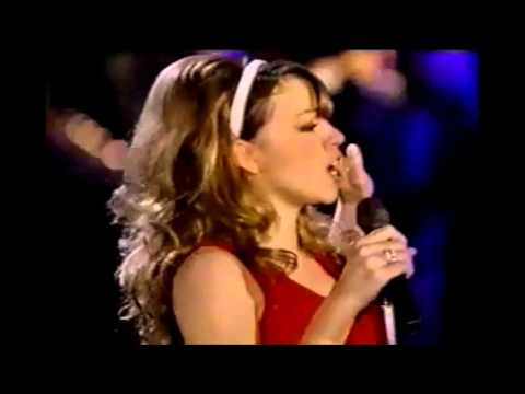 Vocal Battle: Mariah Carey vs Ariana Grande (All I Want for Christmas is You, LIVE!) - YouTube
