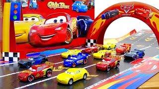 映画カーズ3クロスロード オリジナルカーズトミカやコース付 数量限定DVD ブルーレイギフトボックス☆マックィーン クルーズラミネス ジャクソンストーム