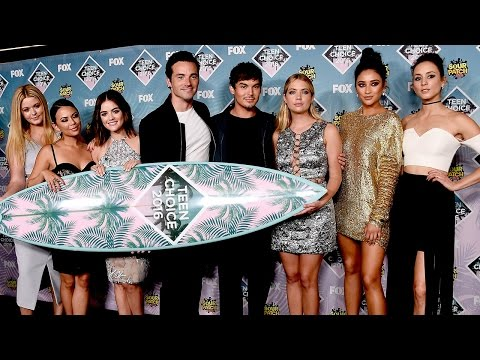 Pretty Little Liars Wins Best TV Drama at Teen Choice Awards 2016