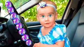We Are in The Car Song - Canción Infantil | Canciones Infantiles con Tamiki Amiki