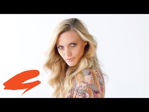 Farrah Fawcett Hair Tutorial With Sam McKnight
