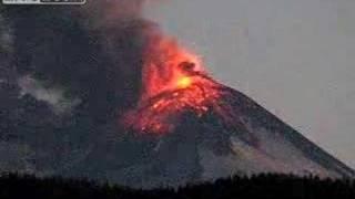 Chile's Llaima volcano erupts Jan 01/08