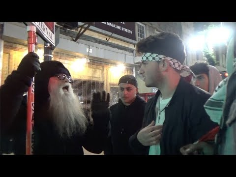 Old Street preacher stands up to  anti-Israel Muslims!