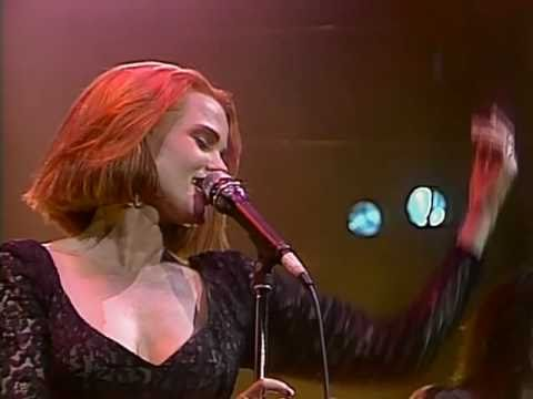 Belinda Carlisle - Heaven Is A Place On Earth (Runaway Horses Tour '90)
