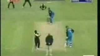 Pakistani Bowlers: Bold 'em!
