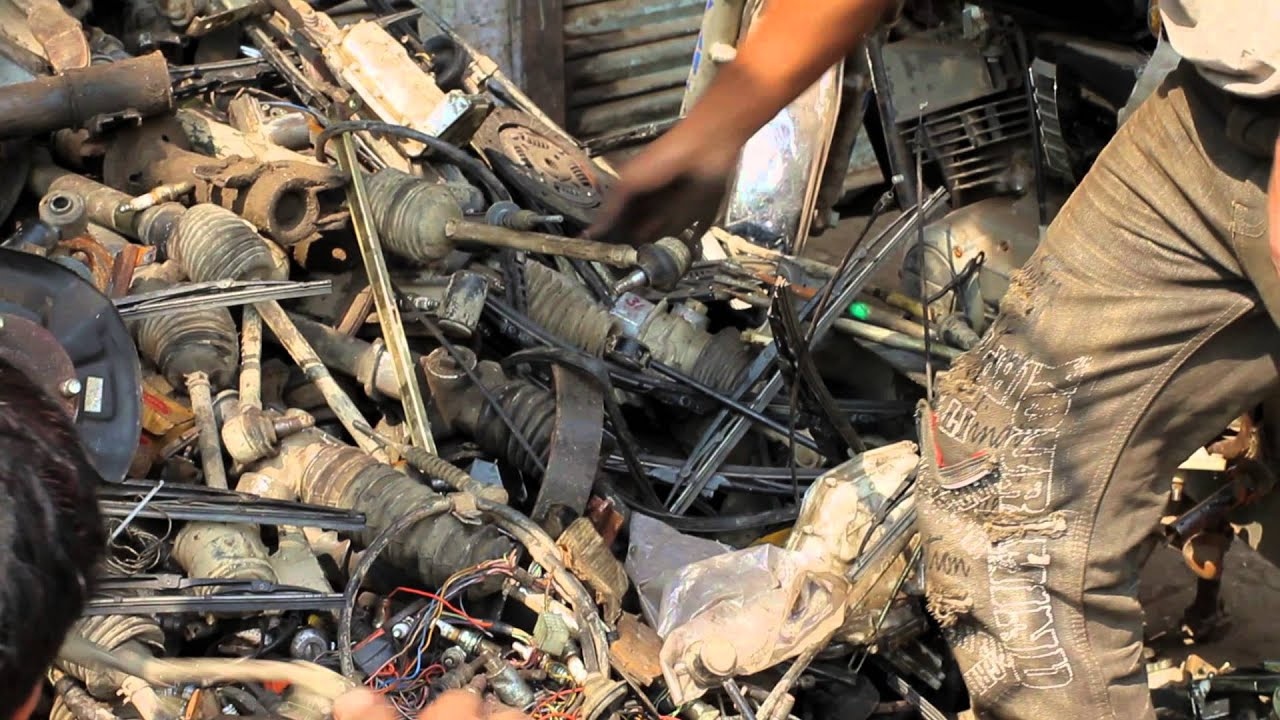 Muni - Old Delhi - \'Organizing Used Car Parts\' - YouTube