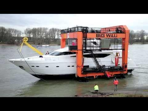 boot TV - Princess 98 MY - Auskranung der größten Superyacht der boot 2014