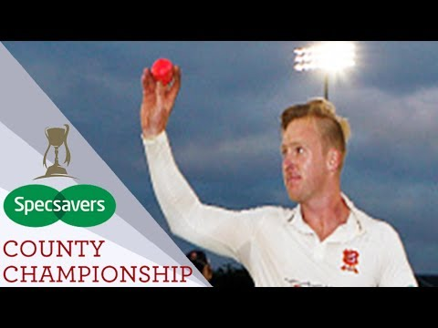 Incredible Scenes As Essex Beat Middlesex In Final Over Of First Ever Day/Night Match - CC 2017