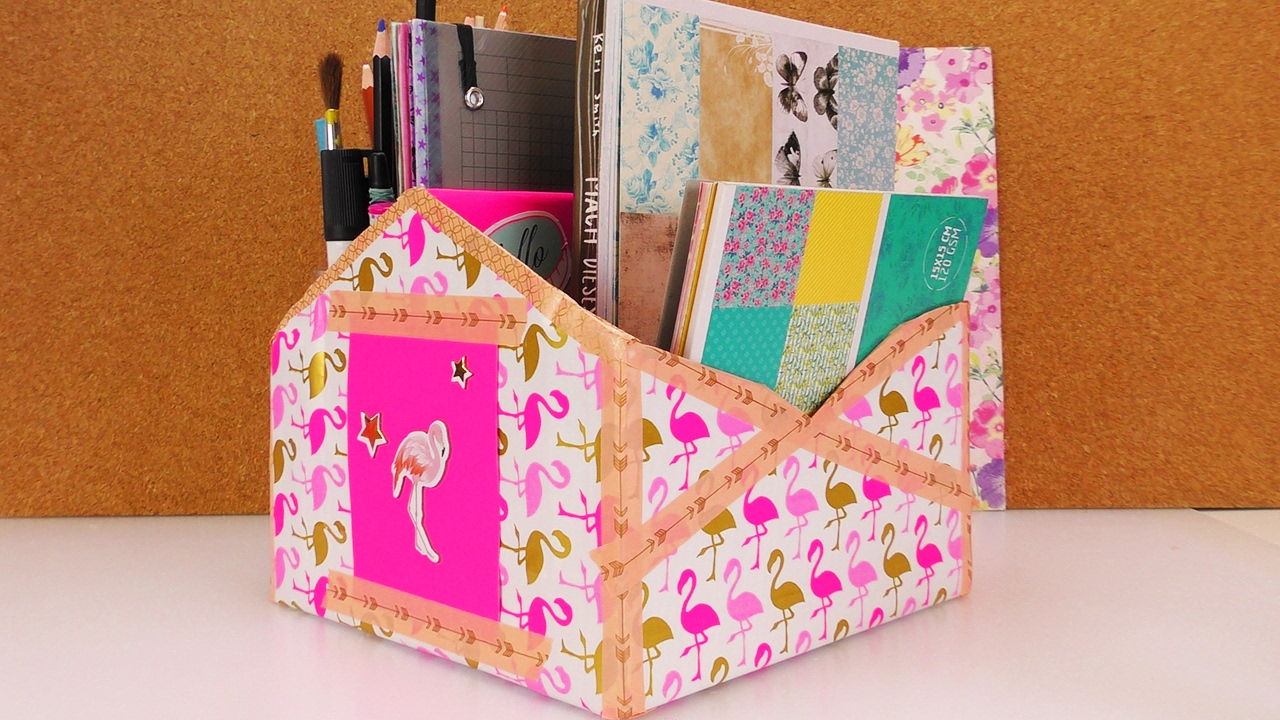 diy aufbewahrung schreibtisch viel platz f r kalender stifte und notizen flamingo look. Black Bedroom Furniture Sets. Home Design Ideas