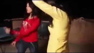 गांव की लड़की ने किया  डांस(8)