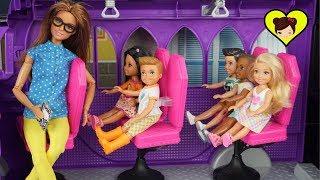 Barbie Chelsea y Va de Paseo Escolar a la Factoria de Dulces  - Camper Autobus de Muñecas MH