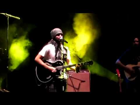 Atif Aslam Live in Concert - Pehli Nazar Mein - Guitar Solo Unplugged Version - HD