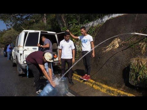 Venezuelans get water from mountain spring amid shortage