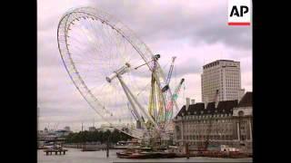 UK: LONDON: GIANT FERRIS WHEEL CONSTRUCTION
