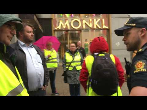 Her griper politiet inn mot streikevakter på Karl Johan