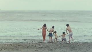 松岡茉優が水着に 「家族の形が定まった」海水浴シーン公開 映画「万引き家族」特別映像