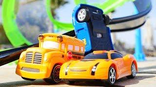 ГОНКИ 🏎#машинки Басс и Спиди на ГОНОЧНОЙ ТРАССЕ !! Крутые виражи и видео с машинками Капуки Кануки