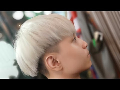 Xu hướng tóc nam đẹp 2020 đầu nấm phủ kết hợp màu bạch khói