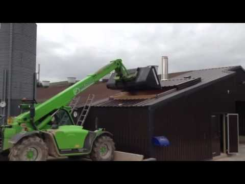 Loading a biomass boiler fuel store with miscanthus