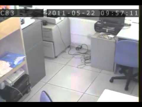 ACTUAL ROBBERY IN QUEZON CITY SUSPECT AT LARGE.